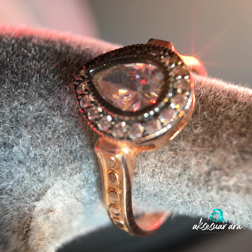 Elmas Montür İşlemeli 925 Ayar Gümüş Yüzük | ID00150