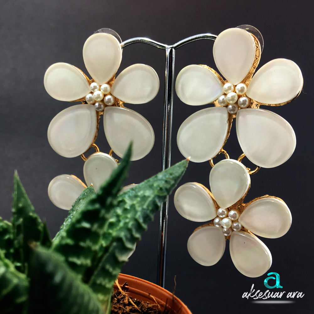White Flowers Kadın Küpe | ID00204