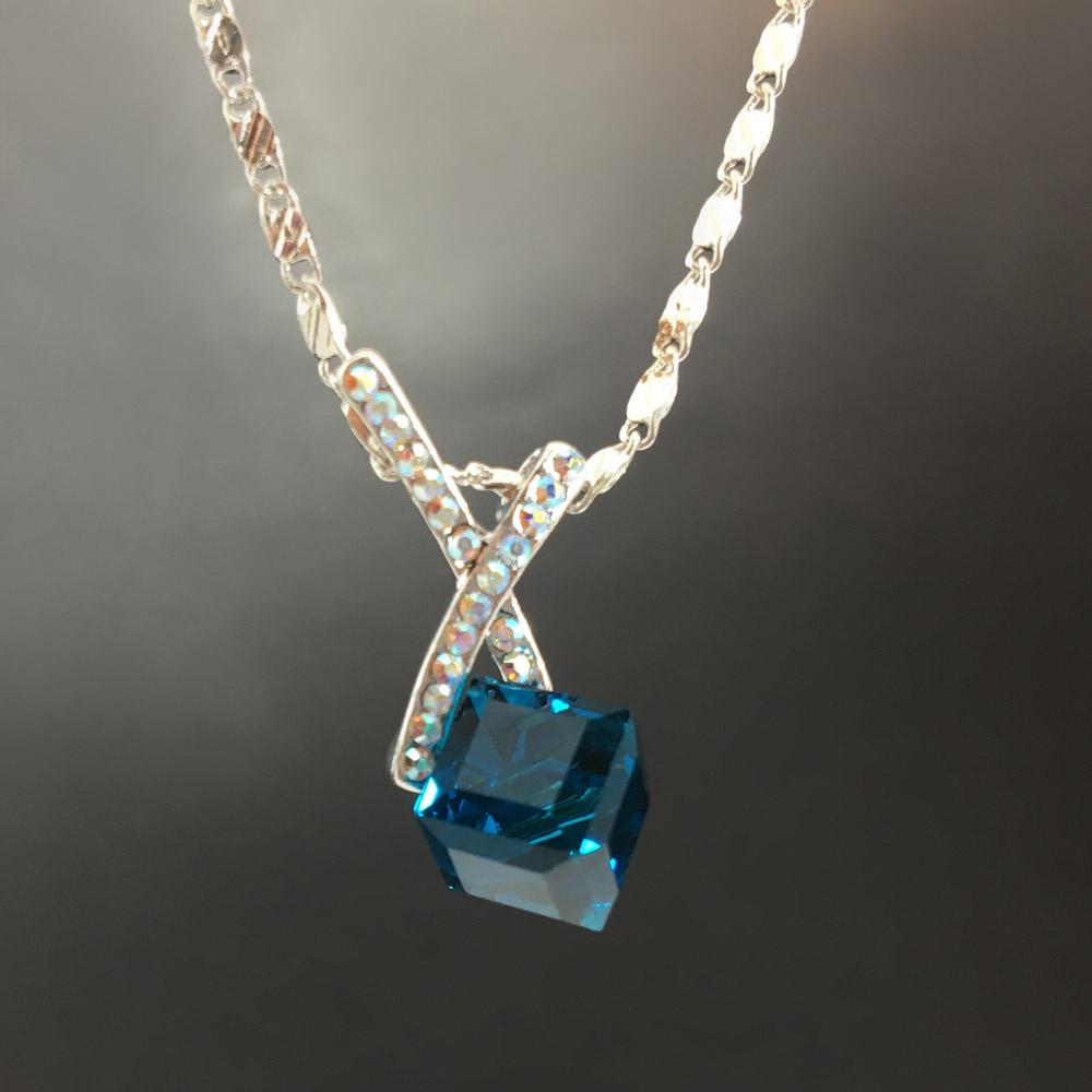 Blue Cube Bayan Kolye | ID00267